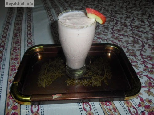 A simple apple- strawberry Milk Shake prepared at home
