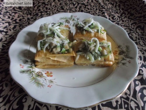 A snack made from Khari Biscuit and Mushrooms