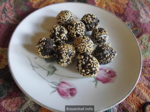 Chocolate Sesame Ladoos for Maaker Sankranti