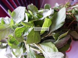 Hirvya Mathachi Pale Bhaji