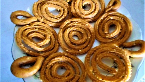 Split Green Gram or Moong Dal Chakli